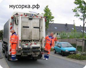 мусоровоз на дороге